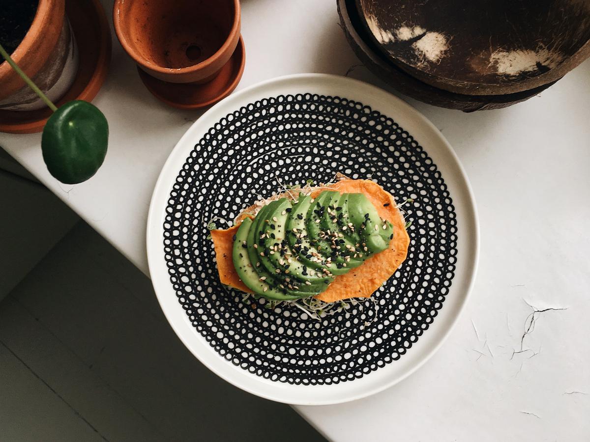 Avokado-bataattileipä