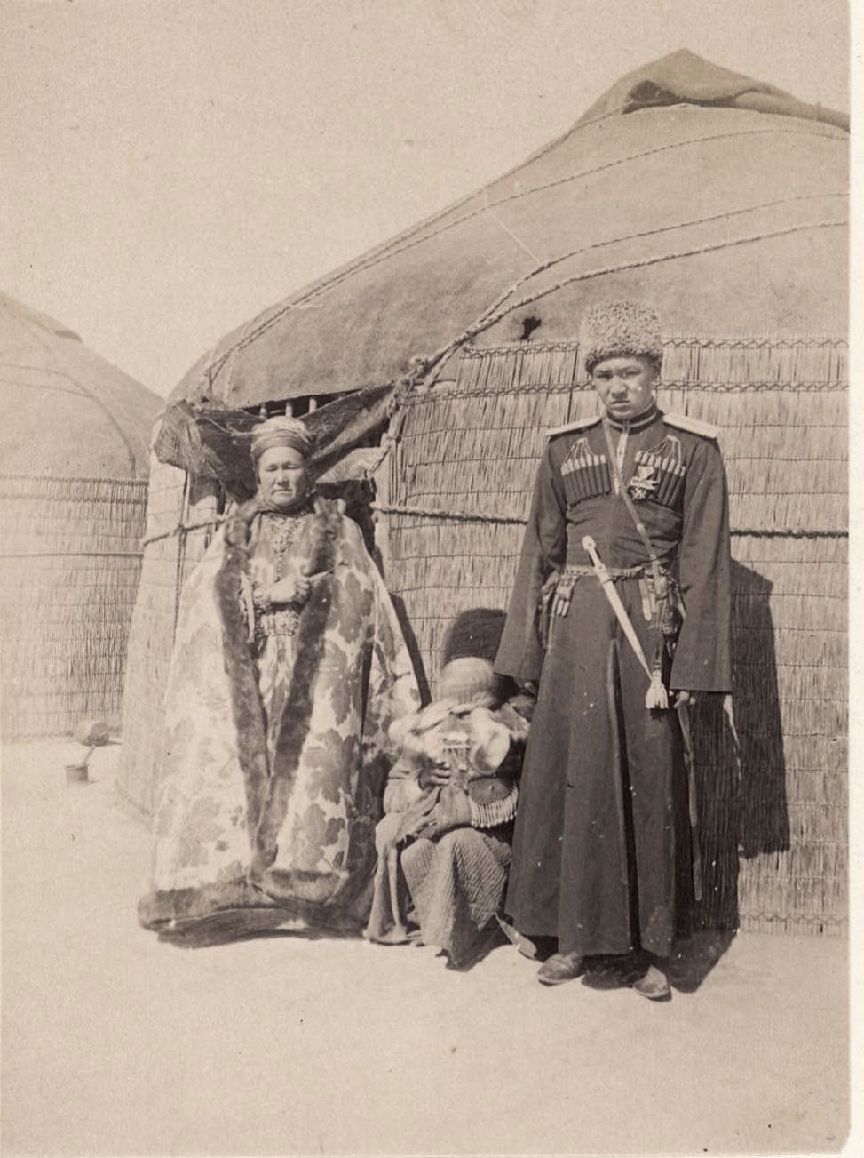В окрестностях старого Мерва. Хан, его мать и ребенок