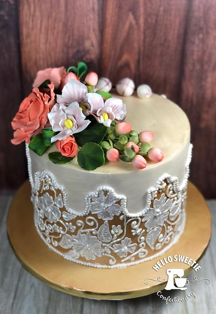 Cake by Erin Burton of Hello Sweetie Confectionary
