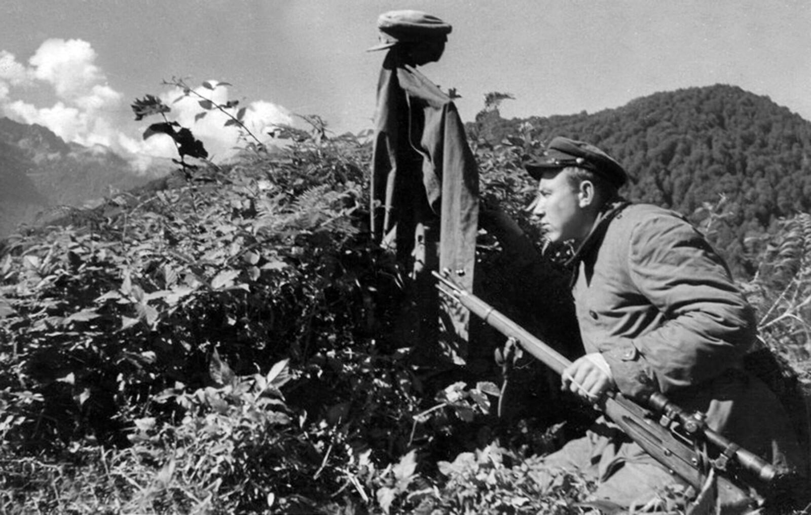 1942. Снайпер-пограничник т. Квит в горах Абхазии