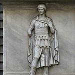 Plinto con personificazione di Provincia (Hispania) dal Tempio di Adriano; MC767 - https://www.flickr.com/people/82911286@N03/