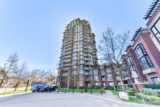 204-11 E Royal Avenue - thumb