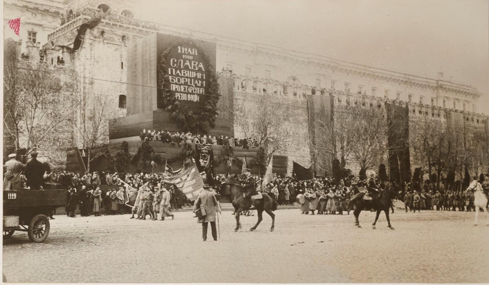 10. Демонстрация на Красной площади 1 мая. Центральная трибуна