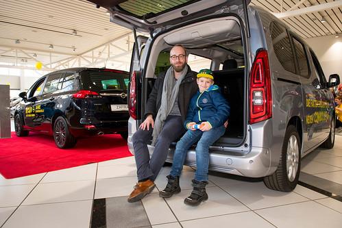 """Kunden und Geschäftsführung treffen sich zum """"Angrillen bei Opel"""""""