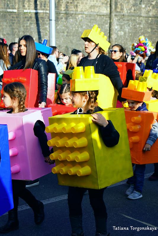 """Дети в костюмах """"Лего"""""""