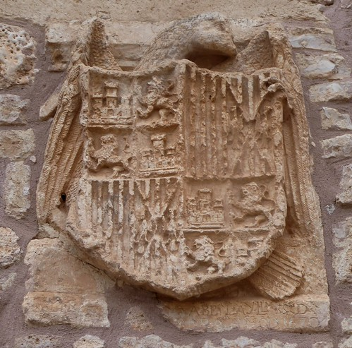 Barrio de Muñó (Burgos-España). Escudo de los Reyes Católicos en el Ayuntamiento