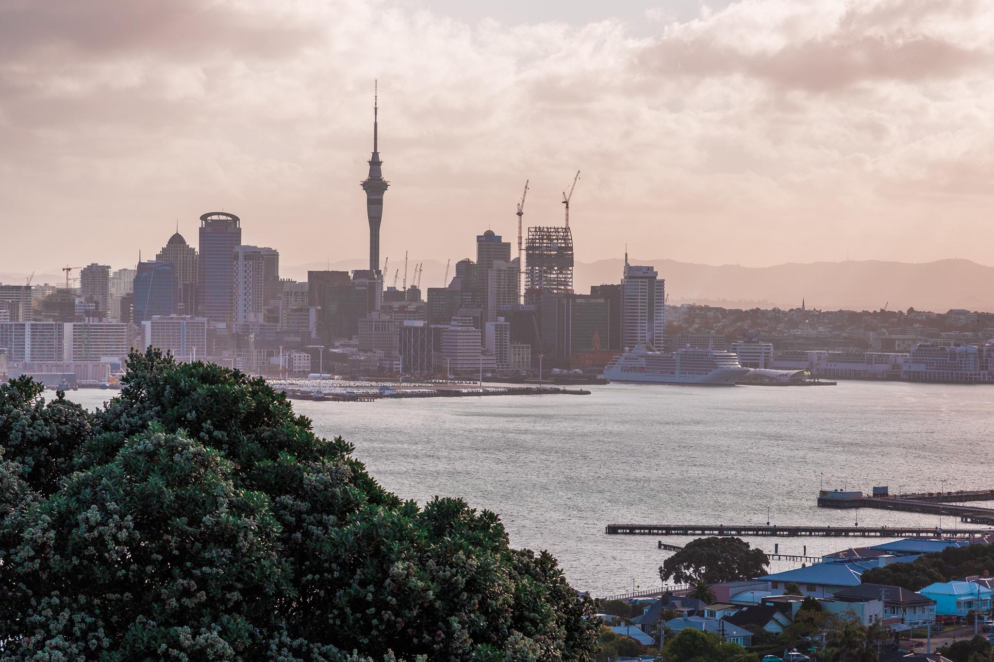 Auckland 3-11