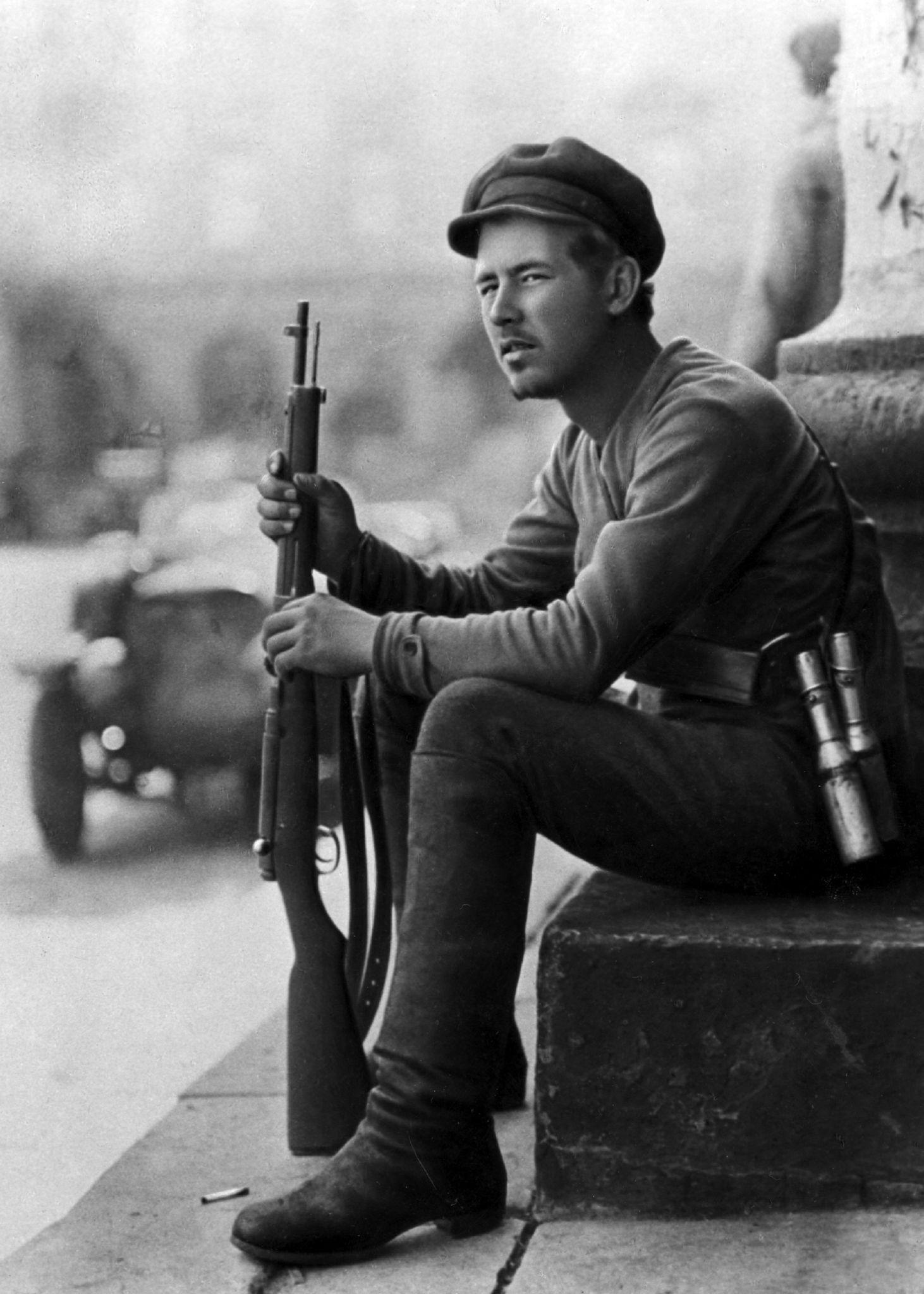 Молодой большевистский доброволец