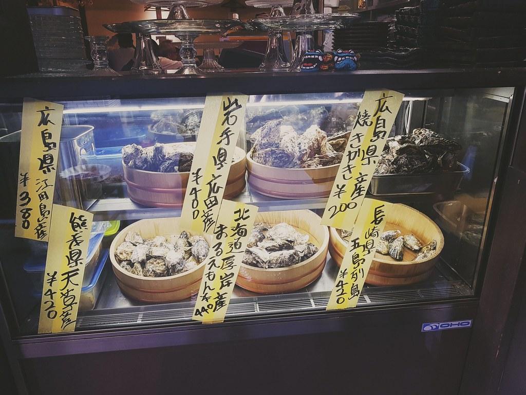 Sehr viele verschiedene Arten von Kaki (Austern)