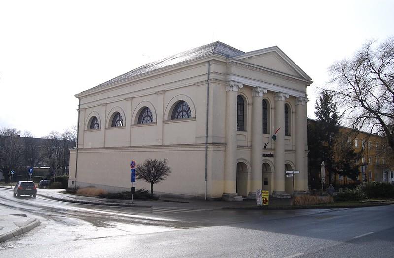 Rain & Counterlight: The Former Várpalota Synagogue