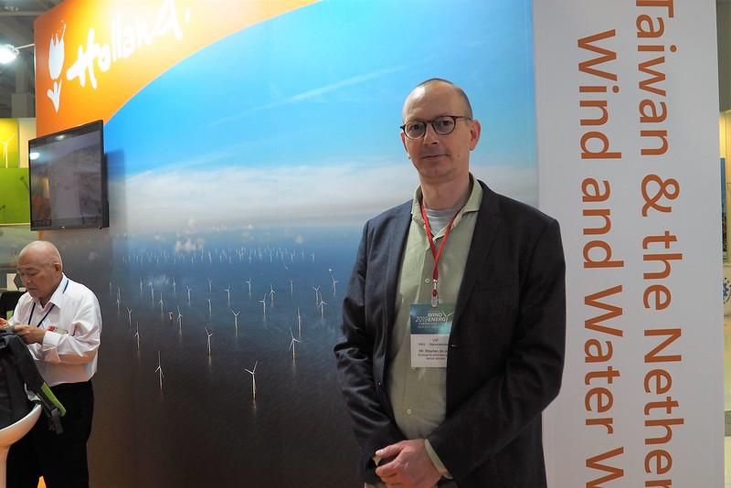 荷蘭公共工程與水資源管理局生態顧問德庸(Maarten de Jong)來台分享荷蘭大數據監測離岸風電生態。攝影:李育琴。