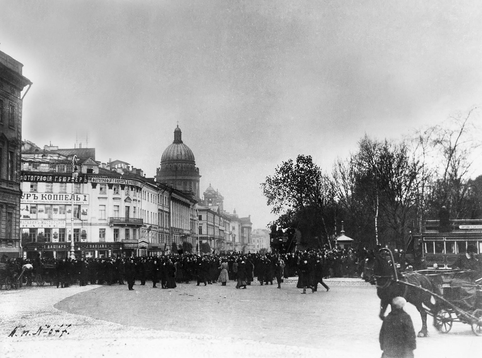 Перекрёсток Невского и Адмиралтейского проспектов. 1905