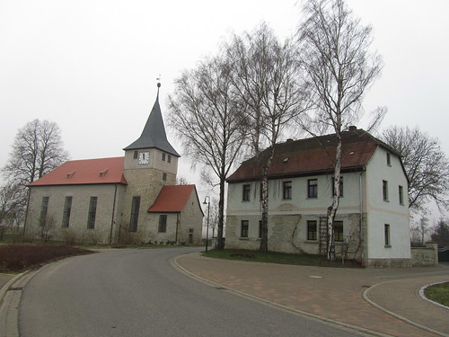 20110316 0203 145 Jakobus Spielberg Straße Häuser Kirche Turm