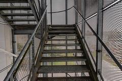 12-Escalier grillagé