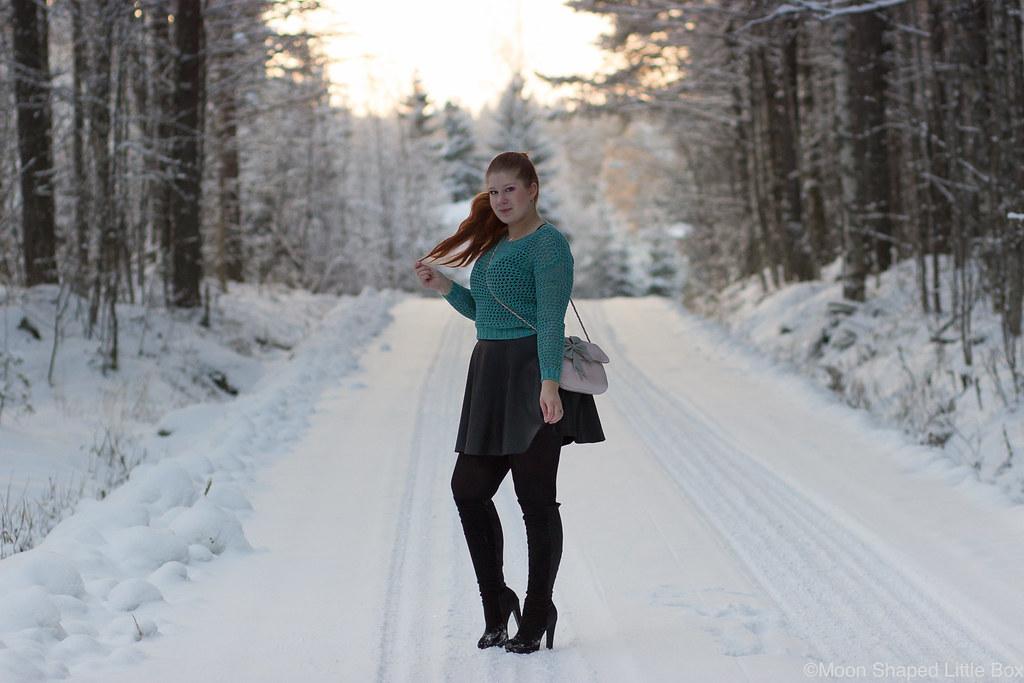 Numph_cotton_blouse_leather_skirt-24
