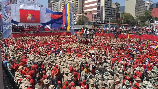 Venezuelanos comemoram 20 anos da Revolução Bolivariana em atos em defesa de Maduro