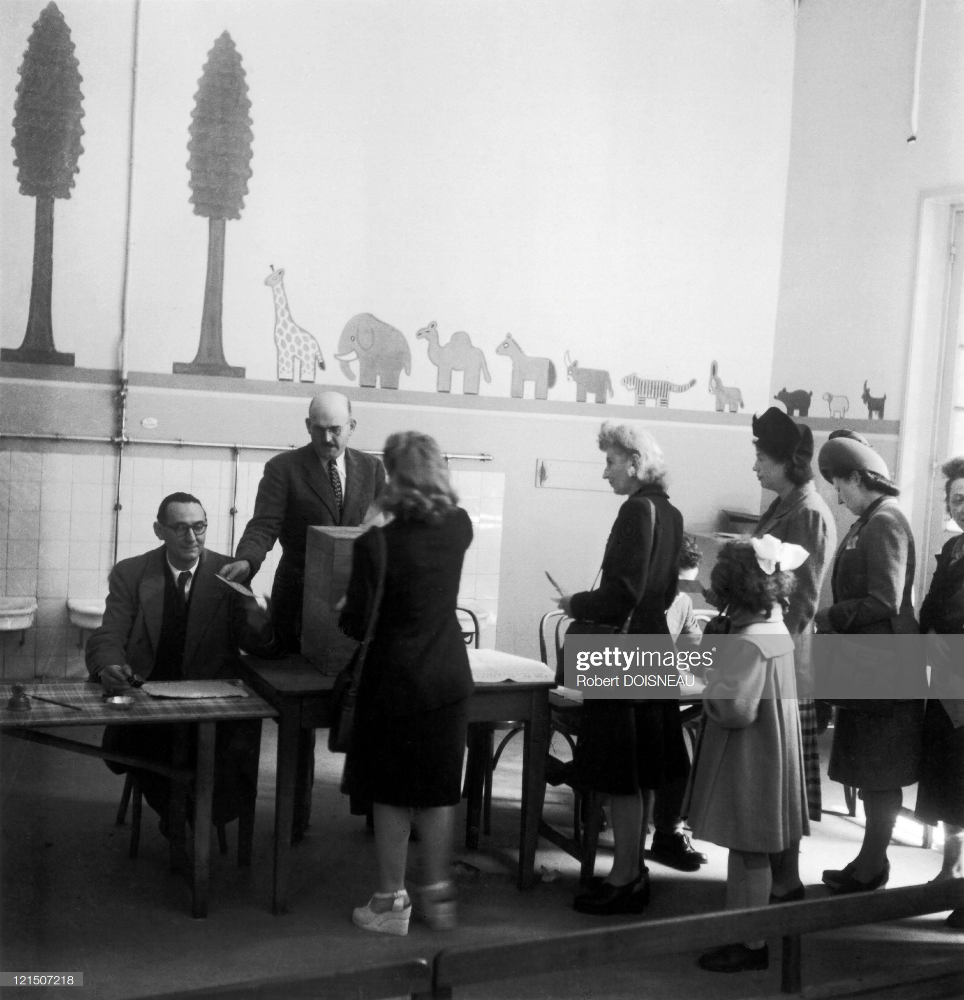 1945. Женщины голосуют впервые