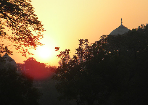 While waiting for Al to return from the locker room I managed to to snap a few shots of the sun rise over the grassy square (Taj Mahal in Agra, India)