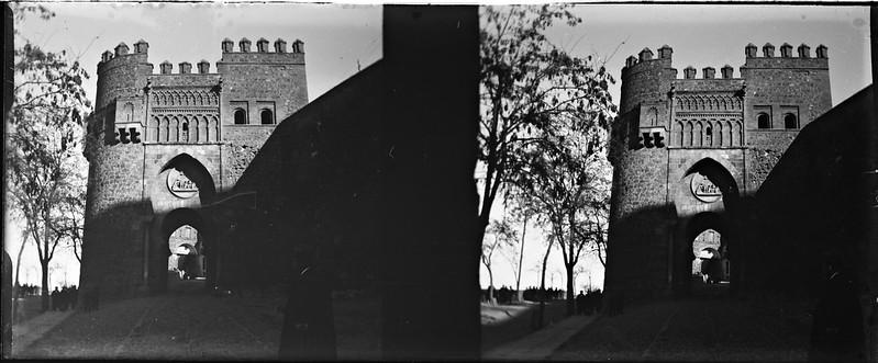 Puerta del Sol de Toledo el 24 de febrero de 1918. Fotografía de Carles Batlle Ensesa © Ajuntament de Girona. CRDI (Carles Batlle Ensesa)
