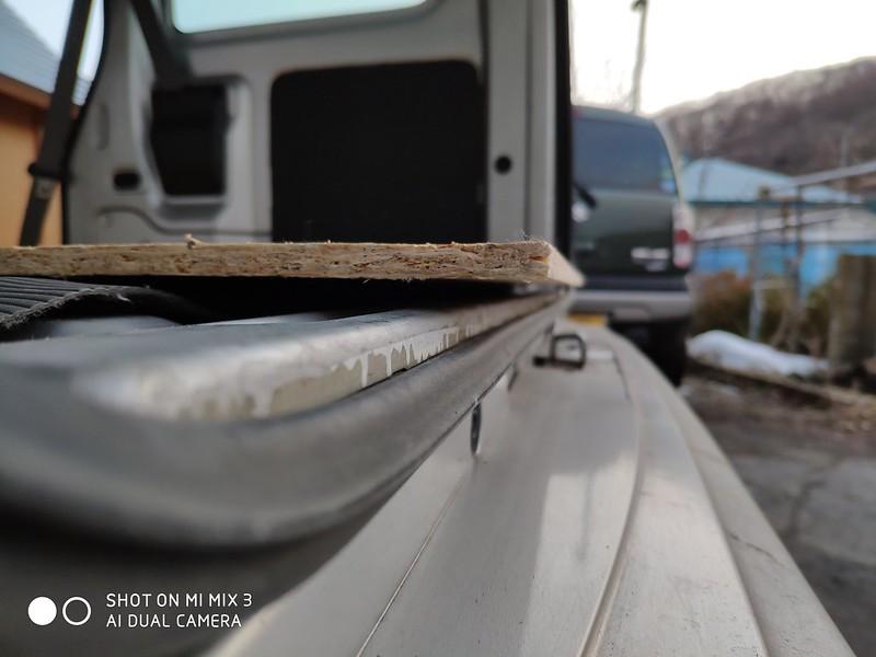 軽バンにベニヤ板を乗せる (7)