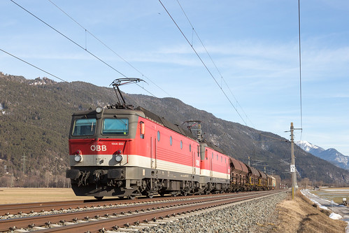 Oberhofen im Inntal   AT-7 (T - Tirol)   06.02.2019   ÖBB-1144 222 and 1144 247 with a westbound goods train