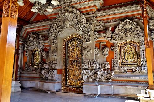 INDONESIEN, Bali , Galerie in Ubud, prächtiger Eingang, 17965/11192