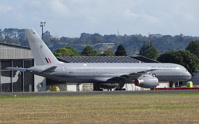 RNZAF Boeing 757-2K2F NZ7572