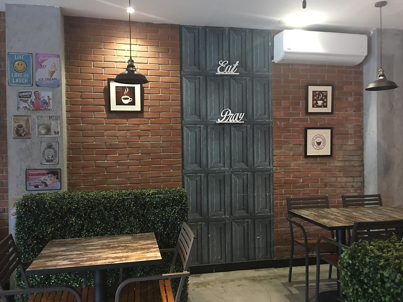 Blue Rocket Cafe, Paligsahan