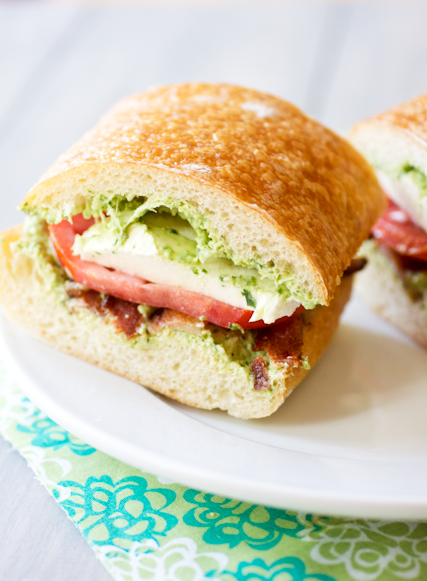 bacon pesto tomato sandwiches
