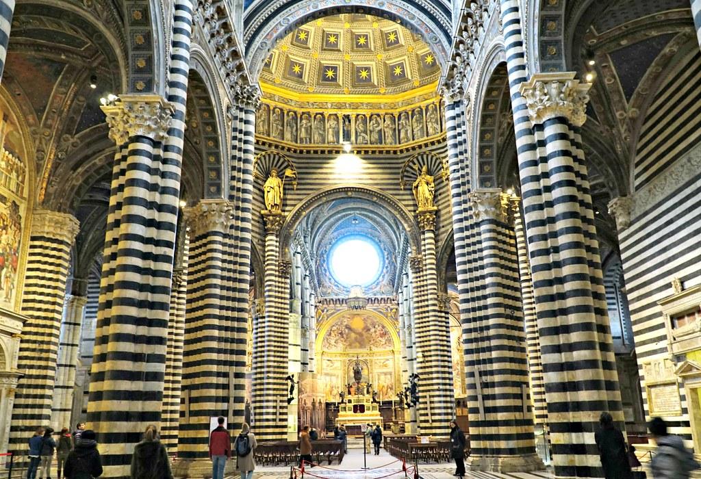 Sienan Duomoa sisältäpäin