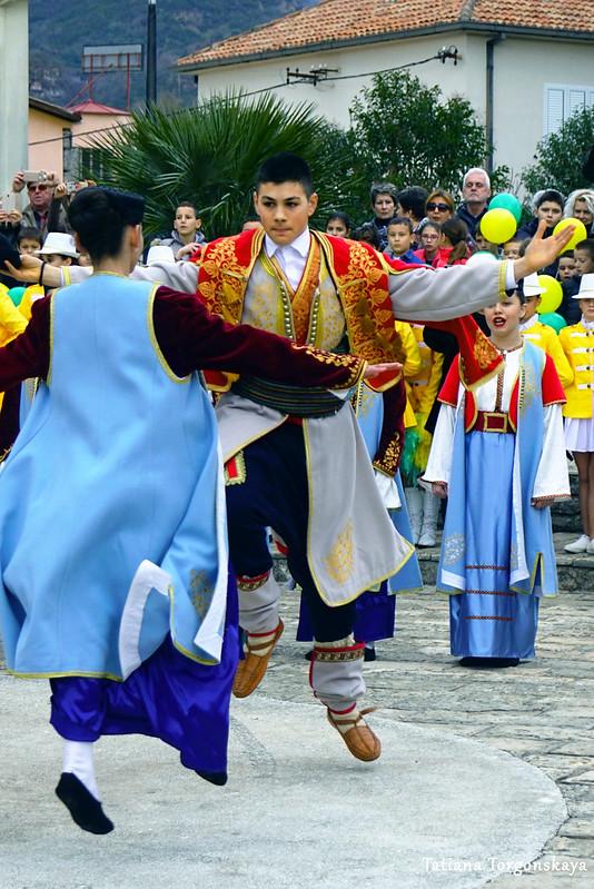 """Танец """"Оро"""" в исполнении фольклорного ансамбля"""