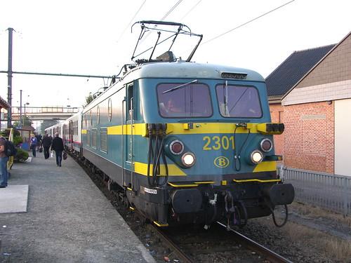 SNCB 2301 at Heist op den Berg with an Aarschot to Antwerpen 'P' train on 18th August 2009