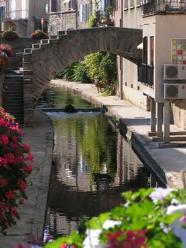 20080830 28607 Jakobus Montbrison Bach Brücke Wasser Spiegelung