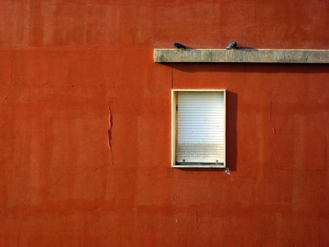 red minimal