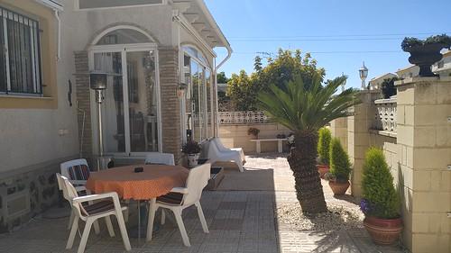 Parcela de 178 m2 llana, con parking, con vistas al mar y a la montaña. Solicite más información a su inmobiliaria de confianza en Benidorm  www.inmobiliariabenidorm.com