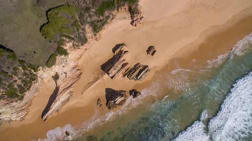 dji phantom3advanced drone quadcopter vertical aerial photography shoreline coast sea waves swash beach sand rocks headland gillards