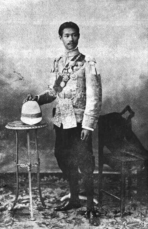 HRH Prince Benbadhanabongse, the Prince Pijaya Mahindrarodom, son of King Chulalongkorn (Rama V the Great) of Siam, and The Noble Consort (Chao Chom Manda) Morakor Phenkul (พระเจ้าบรมวงศ์เธอ พระองค์เจ้าเพ็ญพัฒนพงศ์ กรมหมื่นพิไชยมหินทโรดม พระราชโอรสในพระบาทสมเด็จพระจุลจอมเกล้าเจ้าอยู่หัว และเจ้าจอมมารดามรกฎ เพ็ญกุล). Bureau of the Royal Household, Kingdom of Thailand. Photo taken in 1905.