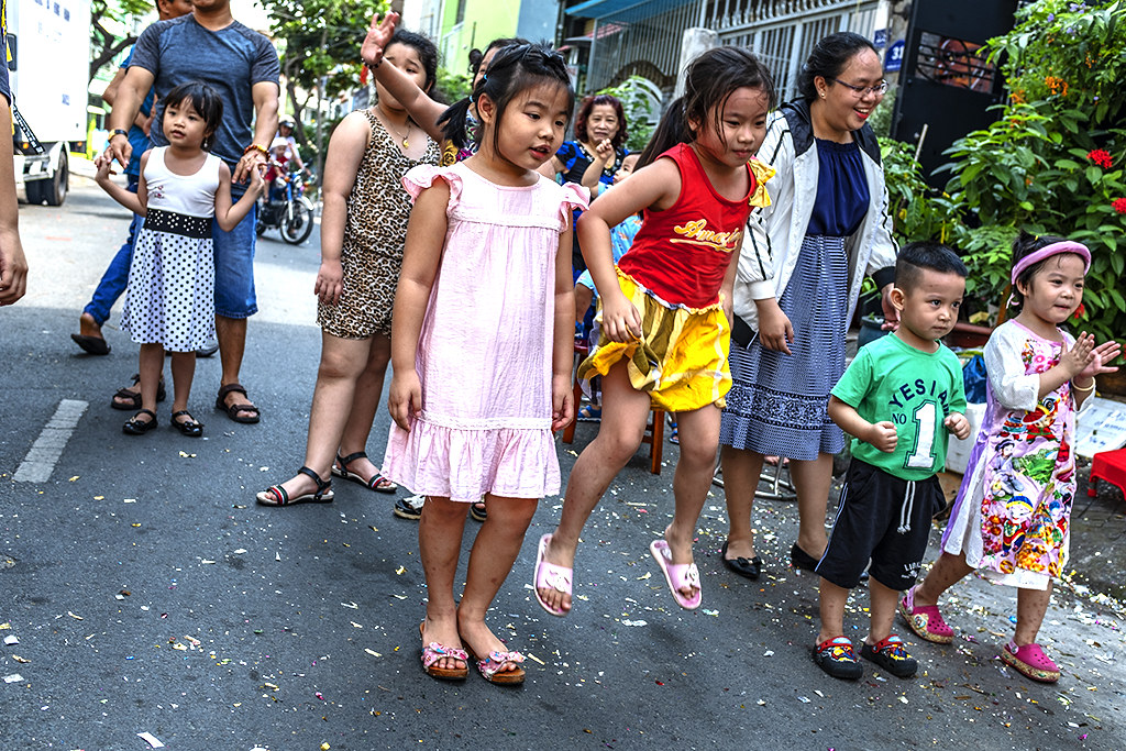 Kids watching dragon and lion dancers in a District 6 alley--Saigon 2