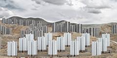 Cité Iranaise - Earthquake-resistant buildings à Téhéran - Maskan Mehr Project - Cauchemar urbain perse Maskan Mehr, 37000 lgts construits au milieu de rien à 40km de Téhéran, 37 000 logements, c'est 5 fois plus que les méga ZUP du Val Fourré à Mantes!!!