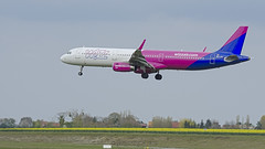 Airbus A321-231 / WizzAir / HA-LXL - Photo of Bailleul-sur-Thérain