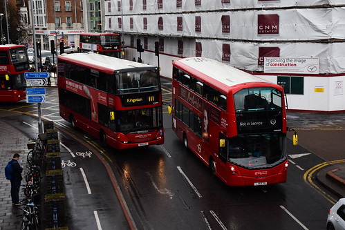 London United SP40034 on Route 111 and VH45163, Kingston