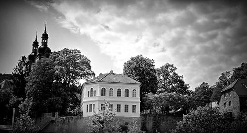Klosterkirche Oberzell mit Schlösschen auf der Klostermauer