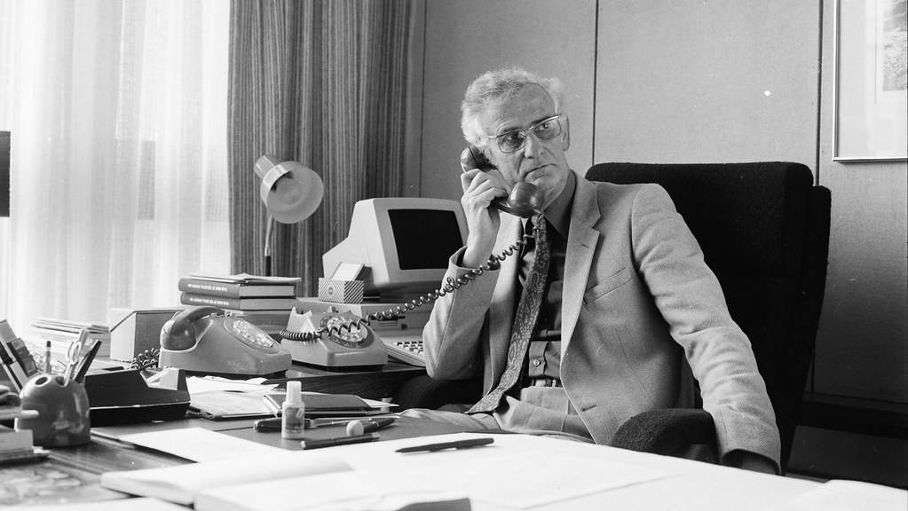 Photographic portrait of John Rodney Quayle, Vice-Chancellor, 1983-1992 (UPC/UP/240/1)