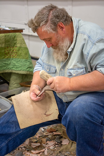 Hand-Making Arrowheads and Blades (3)