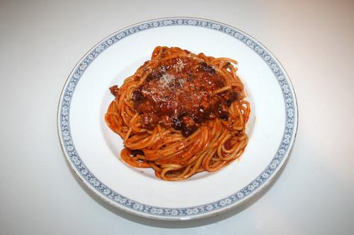 Spaghetti with mincemeat bean tomato sauce - Served / Spaghetti mit Hackfleisch-Bohnen-Tomatensauce - Serviert