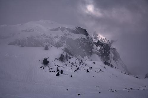 Montaña y niebla