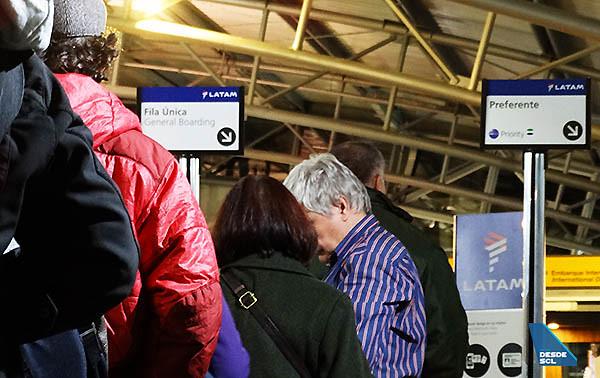 LATAM pasajeros fila embarque (RD)