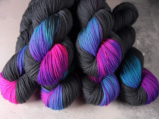Dynamite DK – pure British wool superwash hand-dyed yarn 100g – 'Energy Flash'