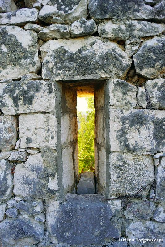 Бойница в стене Верхнего города
