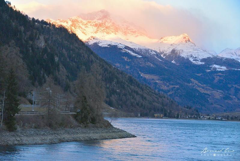 Miralago: le train longe le lac de Poschiavo - Bernina Express -  Voyage Bernard Grua - Rhätische Bahn, Chemins de fer rhétiques